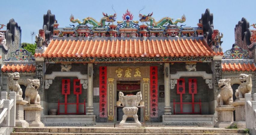 Explore Hong Kong - Pak Tai Temple on Cheung Chau Island